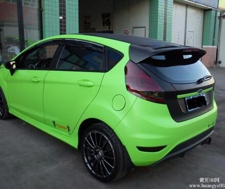车身贴膜_福克斯嘉年华车身改色贴膜亚光绿+亚光黑_艾利车身贴膜